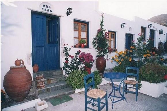 Hotel Naxos Filoxenia, στην Κοιλάδα της Γαλήνης. Παραδοσιακά δωμάτια, στούντιο και διαμερίσματα στην εύφορη κοιλάδα της Γαλήνης, περιτριγυρισμένα από περιβόλια, μόλις 5 χιλιόμετρα από την Χώρα Νάξου.Στην εύφορη κοιλάδα, γνωστή για τα περιβόλια της και μόλις πέντε χιλιόμετρα από το λιμάνι, δημιουργήσαμε για σας παραδοσιακά studios και διαμερίσματα πλήρως εξοπλισμένα, με την δική τους κουζίνα...