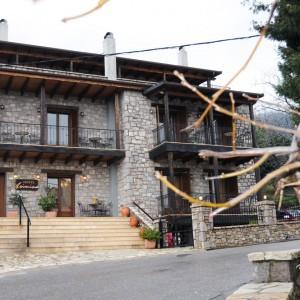 Ο ξενώνας «Ασημίνα», κατηγορίας 3 κλειδιών βρίσκεται στον Επτάλοφο (Αγόριανη) Φωκίδος, 180 χλμ από την Αθήνα και μόλις 17 χλμ από το Χιονοδρομικό Κέντρο Παρνασσού. Υπέροχη θέα στο βουνό, άνετο ιδιωτικό μπαλκόνι ,άνετο ιδιωτικό parking και υψηλής ποιότητας παροχές υπόσχονται μια διαμονή που θα θυμάστε για πάντα…